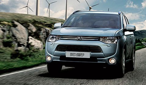 All-new Mitsubishi Outlander PHEV scoops Diesel Car award for 'Best alternative fuel vehicle'