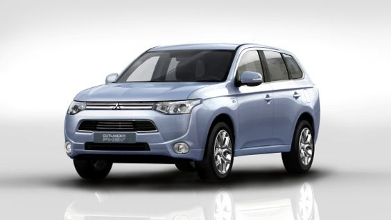 MITSUBISHI CELEBRATES AS 10,000TH OUTLANDER PHEV IS SOLD