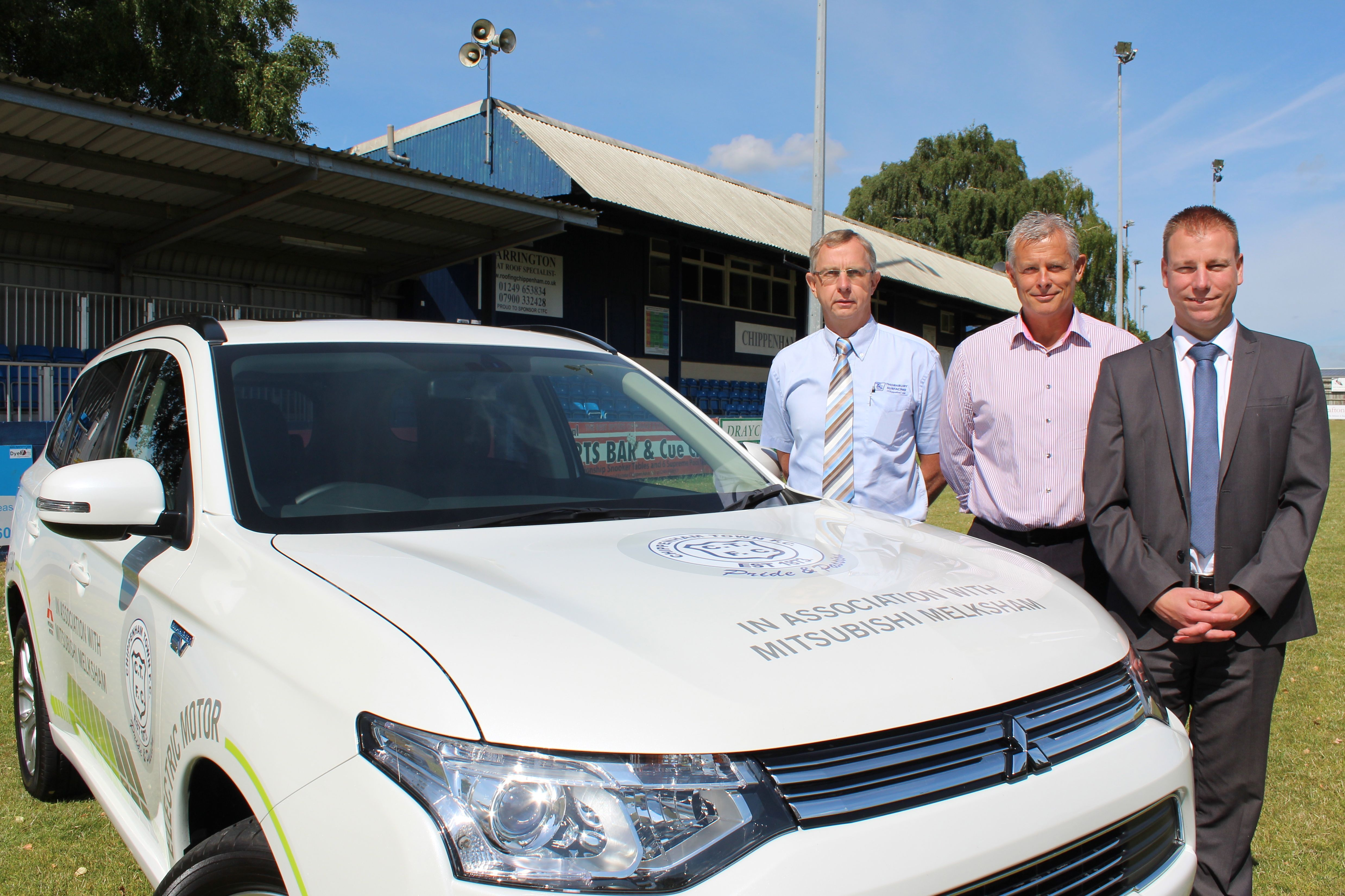 CHIPPENHAM TOWN FC REVEALS LATEST SIGNING: A MITSUBISHI OUTLANDER PHEV