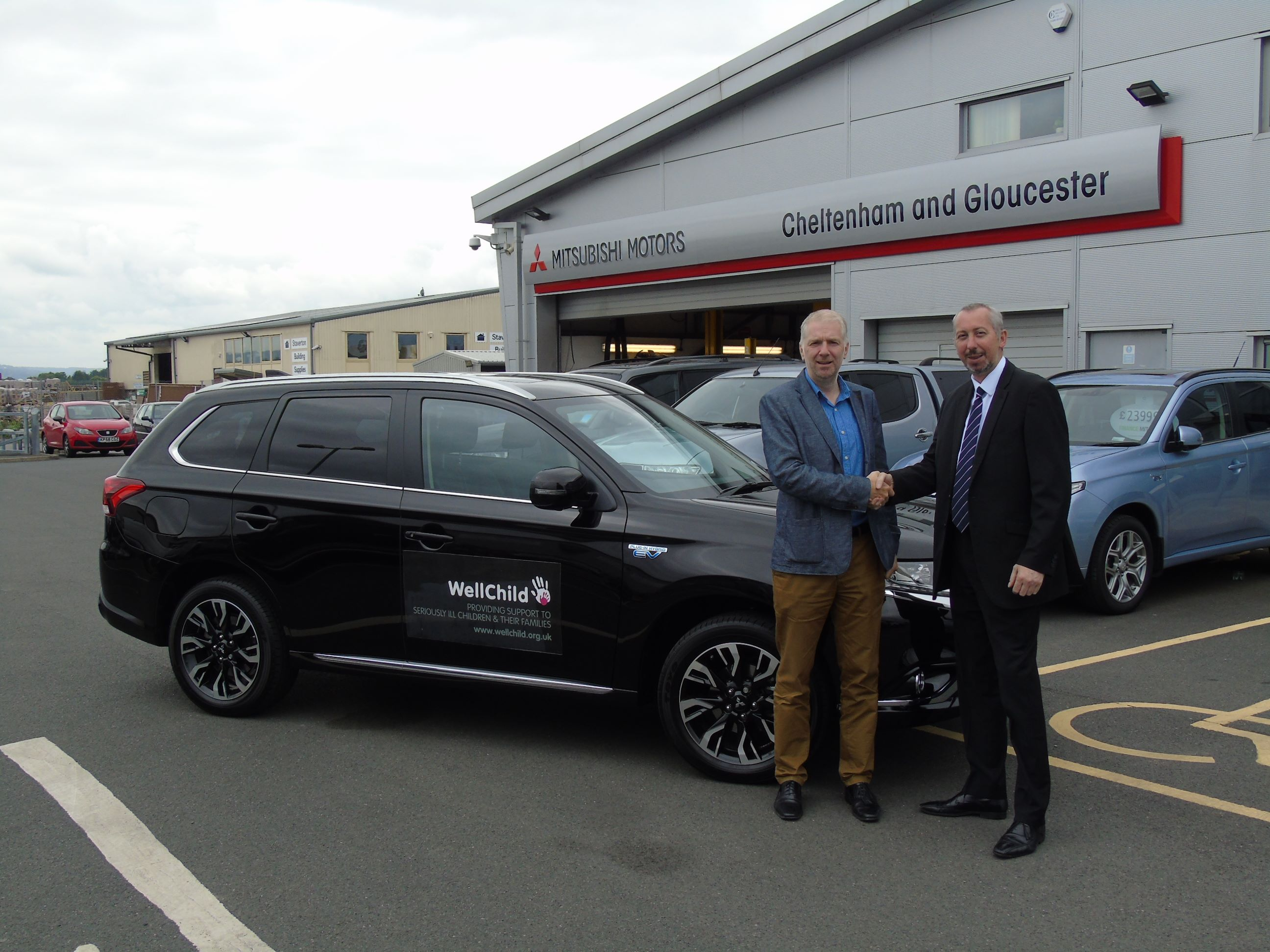 CCR MITSUBISHI HANDS OVER NEW OUTLANDER PHEV TO CHARITY